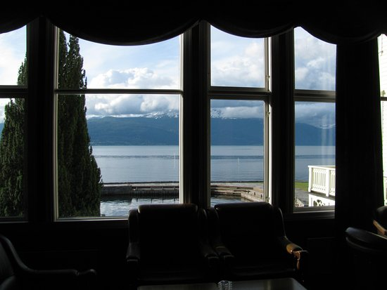 Balestrand, Noruega: View from the Dining room onto the fjord