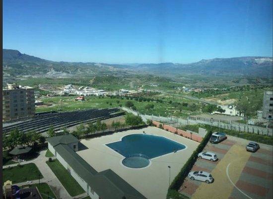 Sirnak, Turcja: Şırnak'ta şuanda işler haldeki tek otel. Bu otel ⭐️⭐️⭐️⭐️⭐️ olup gerçekten Mardin'den bu yana Ha