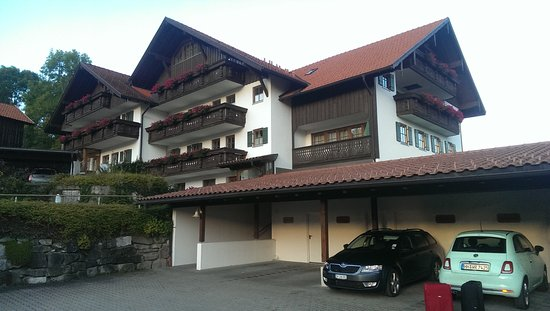 Hotel Gastehauser Hartung: Мятный Фиат на именном рапковочном месте.