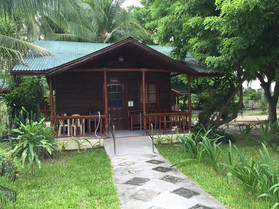 Batangas Province, Φιλιππίνες: PWD-friendly poolside cottage.
