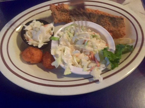 Wicker S Crab Pot Seafood Dinner At A Working Men And Women Restaurant