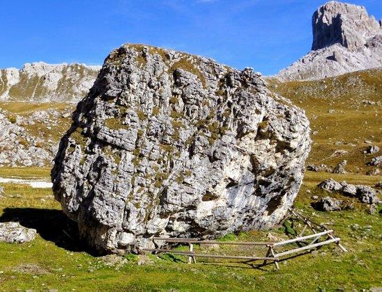 Sito mesolitico di Mondeval: Il masso della sepoltura mesolitica