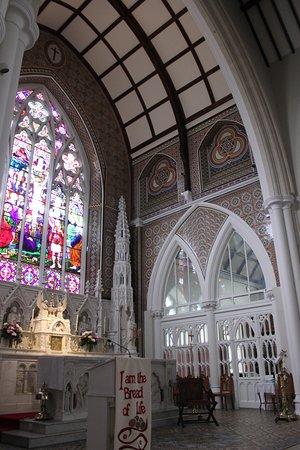 Holy Cross Church: altar