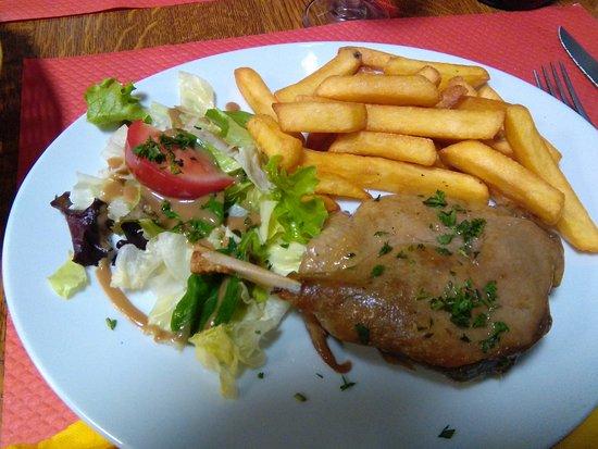 Sainte-Anne-d'Auray, France: Cuisse de canard en confit