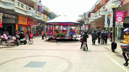 GuoQing Lu ShangYe BuXingJie: 国庆路商业步行街