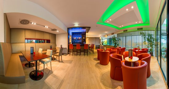 All In Red: Lounge & hotel bar