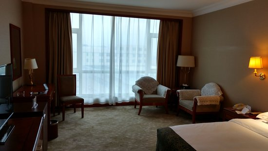 Xinmi, China: Very spacious room