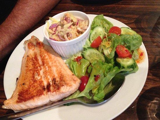 Basket Range, Australia: Chef's special Salmon with Mango chutney