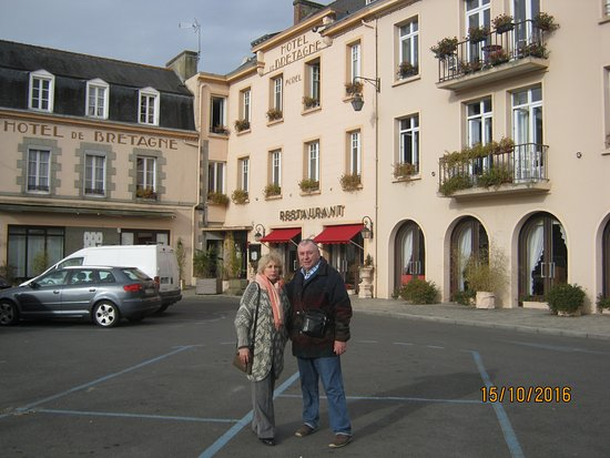 Hotel de Bretagne : площадь перед отелем