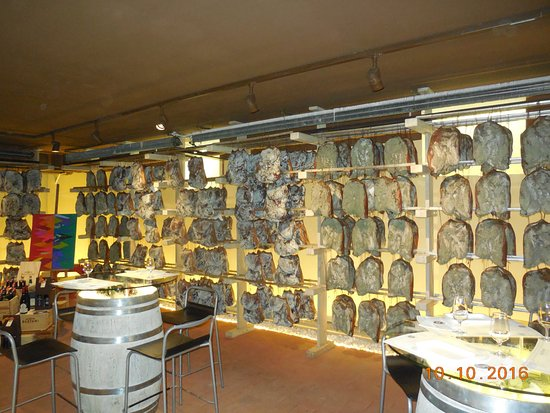 Pagus Wine Tours : Dried meat in Corrado Benedetti