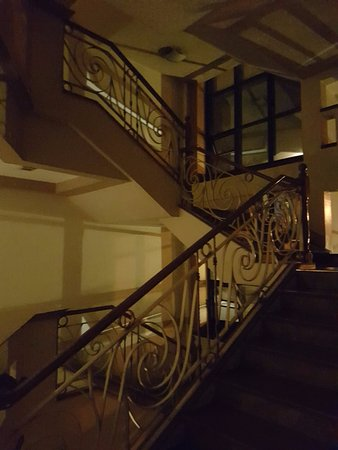Holiday Park Hotel: Stairs are poorly lit. Good thing elevator works.