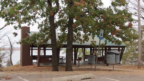 Arcadia Lake: Clean wheelchair accessible pavilion