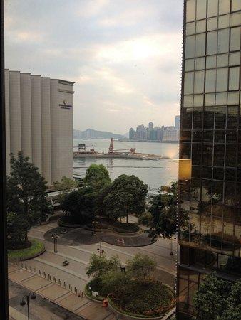 Regal Kowloon Hotel: 部屋から海が見えました