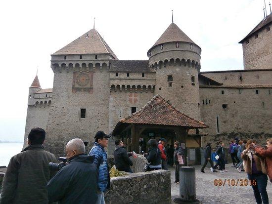 Chateau de Chillon: Entry