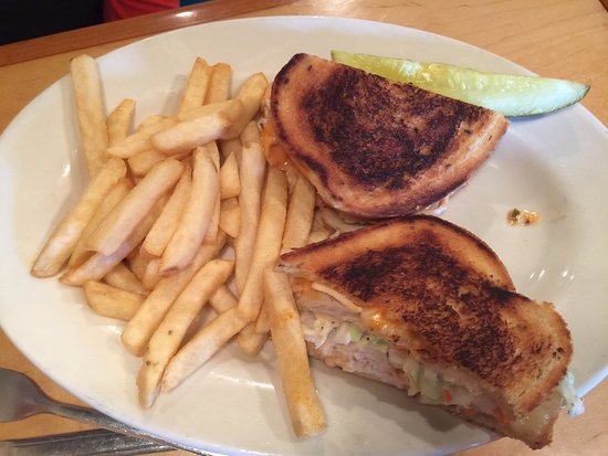 Riverbay Roadhouse: Sandwiches are yummy