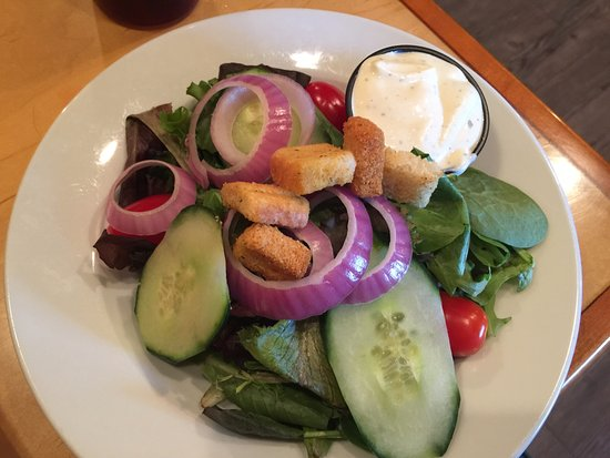 Riverbay Roadhouse: Salad was fresh