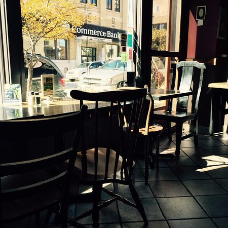 Kelly's Bakery &  Cafe: A Charming Stop for Lunch