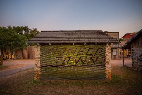 Wimberley, Teksas: Pioneer Town, Our Arrangement of Historical Buildings
