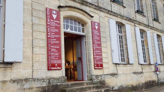 Puisseguin, Γαλλία: Petit déjeuner et visite de St Emilion