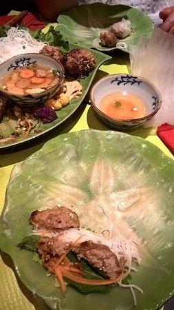 Nem Nuong Roul Traditionnellement Dans La Galette De Riz