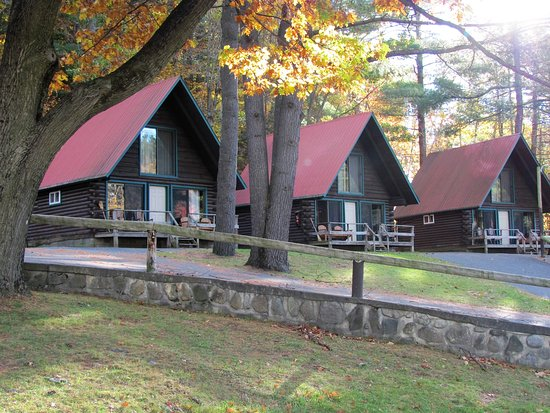 Warrensburg, NY: Some of the cabins