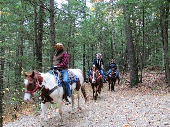 Ridin-Hy Ranch Resort: Horseback riders