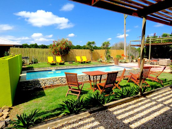 Kirkwood, South Africa: Pool area and sun loungers