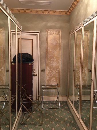 The Westin Excelsior, Rome: Dressing area and a lot of closet