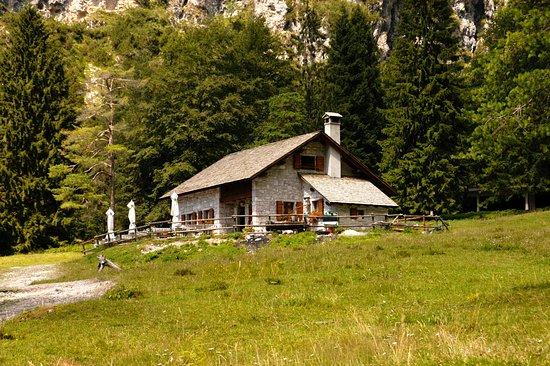 Chiesetta Alpina Cimolais : L'agriturismo