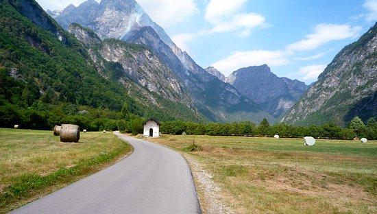 Chiesetta Alpina Cimolais : La chiesetta verso i monti