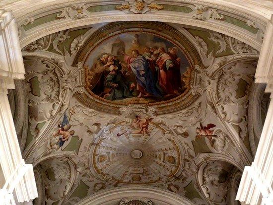 Evangelische Dreieinigkeitskirche: над алтарем