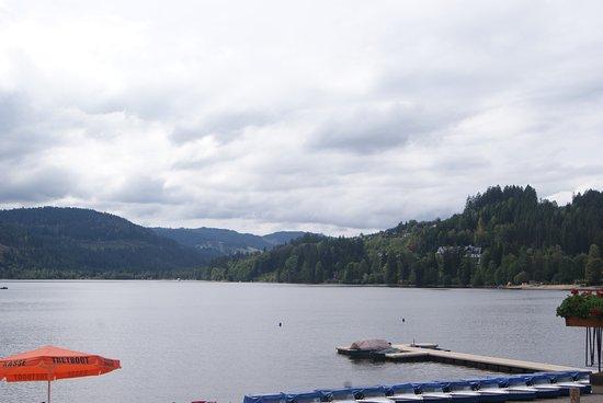 Titisee: le lac, dommage malgrè la chaleur , tout est gris