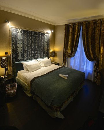 Hotel Ares Paris: in the triple room