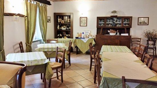 Camo, Italy: Sala colazione e cena