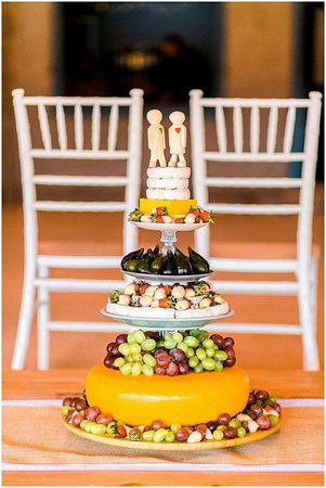 Sunland, Sudáfrica: A wedding cake made out of cheeses