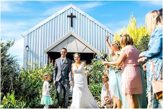 Sunland, Sudáfrica: A happy couple outside the chapel