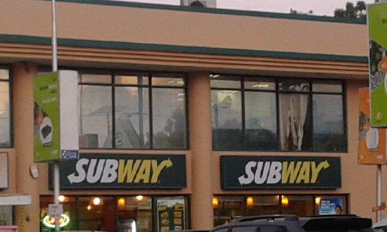 Subway at Shoppers Plaza Masaki : Entrance