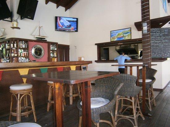 Petite Calivigny, Grenada: Baren på restaurang Le Phare Bleu.