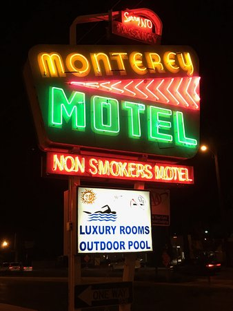 Monterey Non-Smokers Motel: Neat Retro Neon Sign