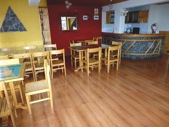Hostal Helena Inn: Salón Mirador para el Servicio del Desayuno (Se puede apreciar la ciudad de Puno y el Lago Titik