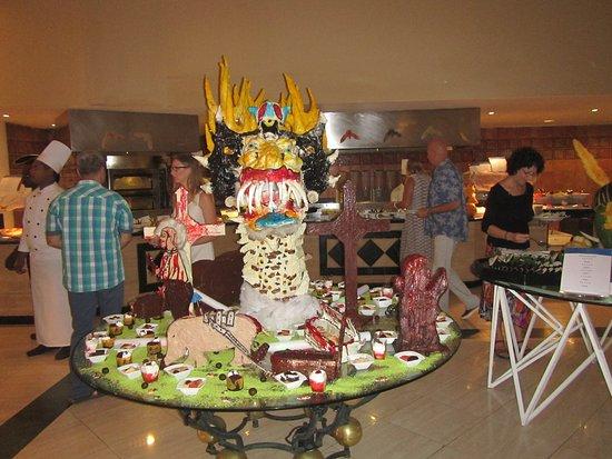 Grand Bahia Principe El Portillo: Le buffet le soir de l'Halloween...super beau