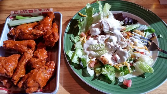 Maryville, MO: Wings and a side salad