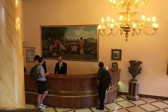 Antiche Mura Hotel: Front desk reception