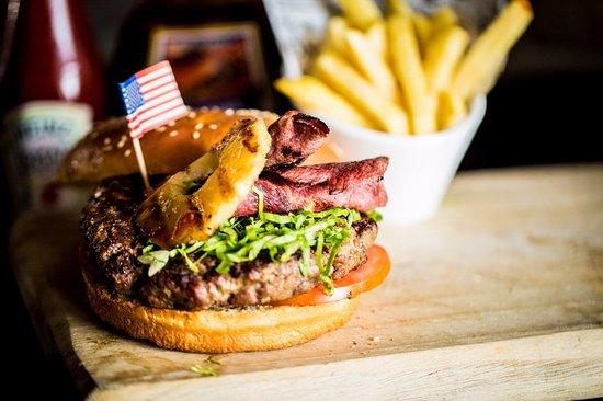 Carribean Burger Picture Of Sunset Blvd Kitchen Bar Ashdod Tripadvisor