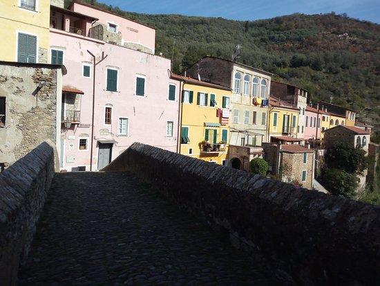 Dolcedo, Italy: Altro scorcio del ponte