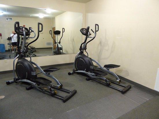 Staybridge Suites Albuquerque - Airport: Fitness center elliptical machines