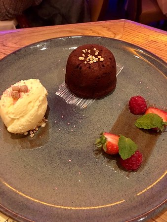 Chipping Ongar, UK: Delicious cocktails and The best chocolate fondant