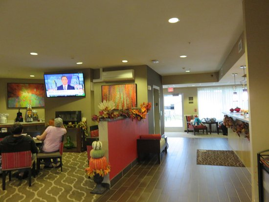 Apalachin, NY: Lobby and breakfast area