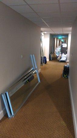 Cloghran, İrlanda: Room corridor mess