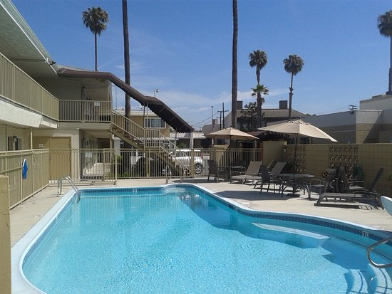 swimming pool picture of super 8 los angeles culver city. Black Bedroom Furniture Sets. Home Design Ideas